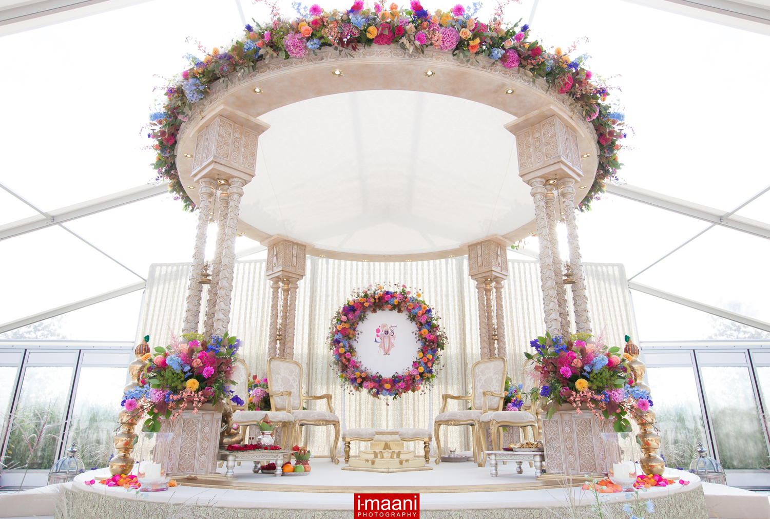Shreya Palace 4 Pillar Mandap with a floral Halo in the background